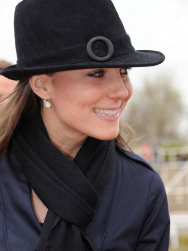 Kate Middleton arrives at Cheltenham Racecourse in Gloucstershire for the final day of racing