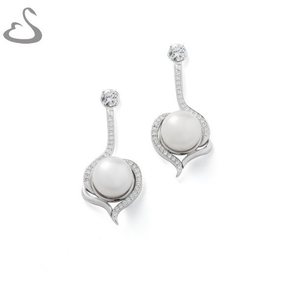 925 Sterling Silver, Cubics and Fresh Water Pearls. Code: ER-137. Company: Vera's Bridal Collection. Website: www.verasbridalcollection.co.za