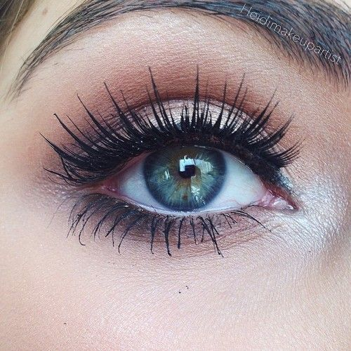 Go-to going out eye look. Bronze crease, dark brown outer corner, gold lid, highlight, and big lashes.