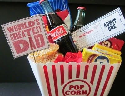 Tarde de cine en casa con todo detalle.: Date Night, Dads Gifts, Gifts Baskets, Father'S Day Gifts, Party Buckets, Movies Party, Diy'S Gifts, Christmas Gifts Idea, Movie Party