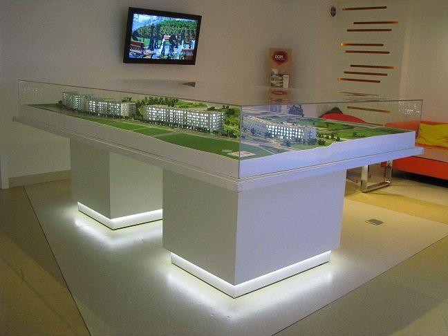 makieta w skali 1:200 osadzona na podświetlanym cokole