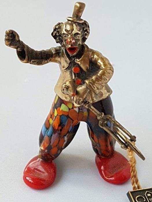 Zeldzaam clown van de bekende Italiaanse desijgner (conti Marco))-van zilver en Italiaanse murano-1940 Italië .  Heel zeldzaam handwerk zilver clown met Italiaanse murano .Deze clown is hand werk door de beroemde Italiaanse desijgner (cont Marco).Deze kavel is voor een echte kenner en voor de mensen die van Unique spullen houden.Lengte:8 cm.Gewicht:624 gram.De clown heeft in zijn hand een mooie gedetailleerd clown fiets.Bekijk de foto's om zelf indruk te krijgen.Aangtekend verzenden .  EUR…
