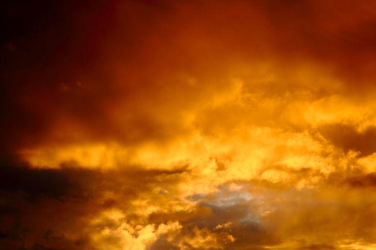 direkt in die Wolken fotografiert mit Tele