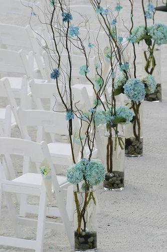 Una #decoración #chic y #diferente para tu #ceremonia de #boda, por el punto azul de las #flores. Ideal para #bodas elegantes y modernas!