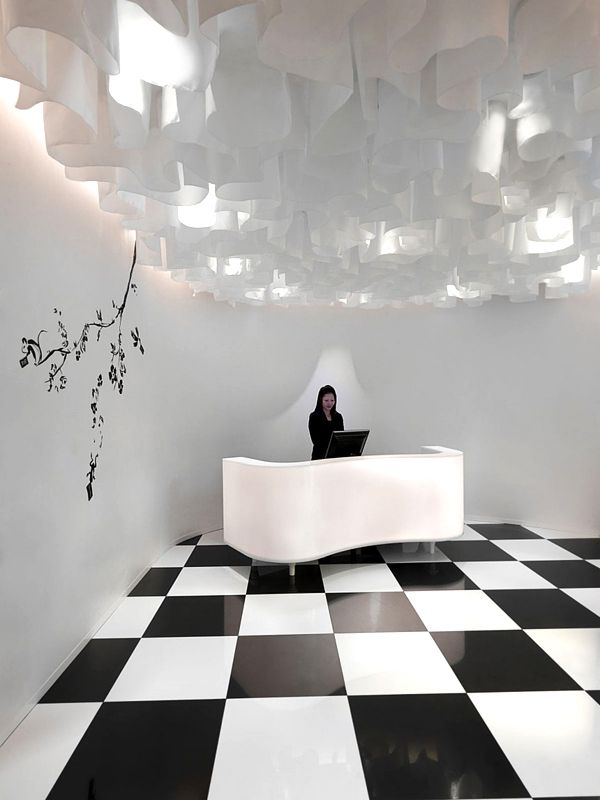 http://freshome.com/2011/08/16/black-and-white-luxury-hotel-design-the-club-in-singapore/ AIK