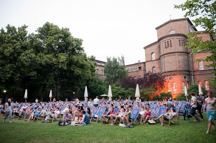 8.30pm  Head over to Kreuzberg's 3 Schwestern on Mariannenplatz.   With an enclosedcourtyard you're well placed to eyeball any films which are screening at the Freiluft Kino #Kreuzberg. #Berlin #cinema #film #kino #art