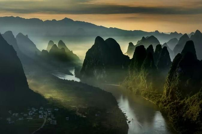 Private Day Tour of Yangshuo Xianggong Mountain and Yulong Bamboo Boat  Visit highlights of Yangshuo including Xianggong Mountain,West street, and a bamboo boat ride onYulong River with this private Yangshuo day tour. You will be picked up and dropped off from your Guilin or Yangshuo hotel, or from Guilin airport or train station.Xianggong Mountain is located on the west bank of Li River between Huangbu Shoal and Nine-Horse Mural Hill. An ascent of the hill is rewarded with ...