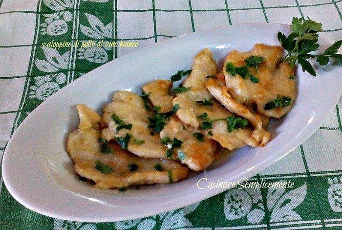 Le scaloppine di pollo al vino bianco sono un secondo che si prepara in poco tempo ,risolve il pranzo o la cena ed è' buono e veloce