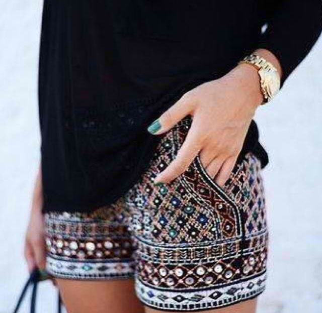 Patterned shorts. Usually Im not a big fan of shorts, especially not ones so skimpy, but I would wear these in a heartbeat #fashion #beautiful #pretty Please follow / repin my pinterest. Also visit my blog http://fashionblogdirect.blogspot.com/
