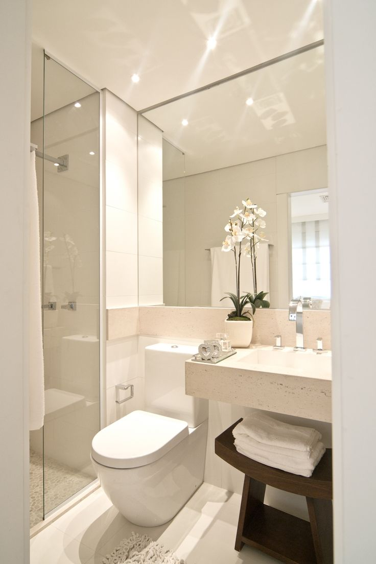 very clean and simple. master bath ideas Banheiro empreendimento Thera Faria Lima #SP / Thera Faria Lima Bathroom