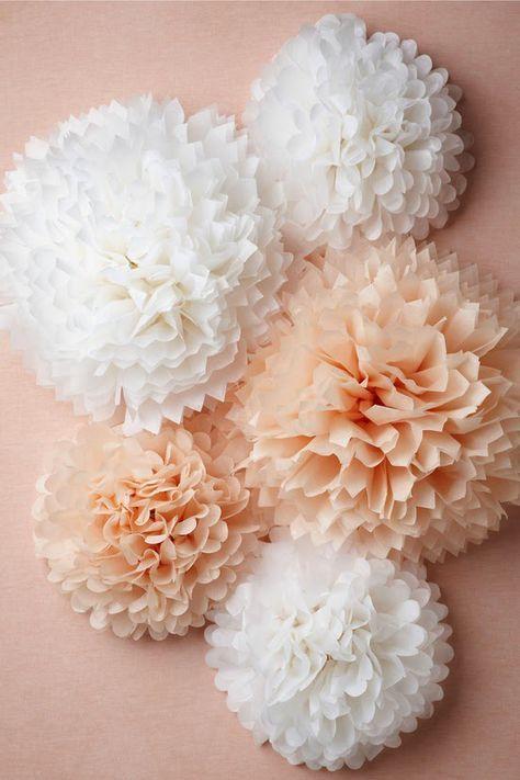 DIY Pompones de papel de seda / DIY Tissue Paper Pompoms                                                                                                                                                     Más