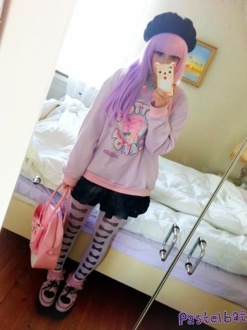 Pastel goth<--- I love how she used an extremely popular fairy kei shirt for pastel goth, oh pastelbat, you never cease to amaze me. Teach me your ways senpai~