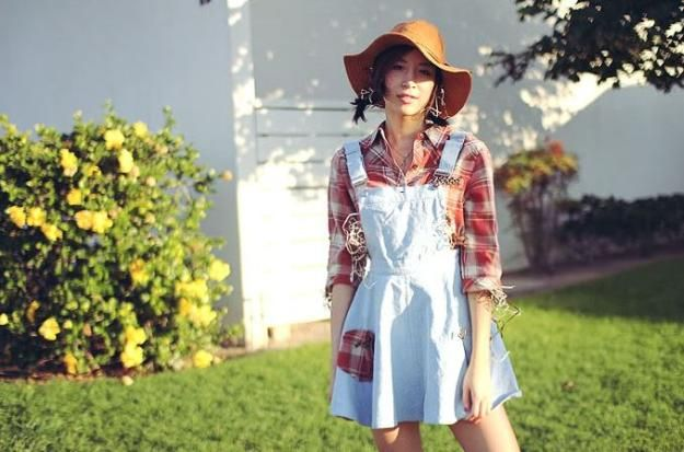 last minute scarecrow costume, see more at http://diyready.com/diy-scarecrow-costume-ideas