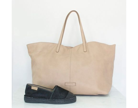 MINT & ROSE - Cowhide leather choulder bag with small leather pouch. Made in Spain.