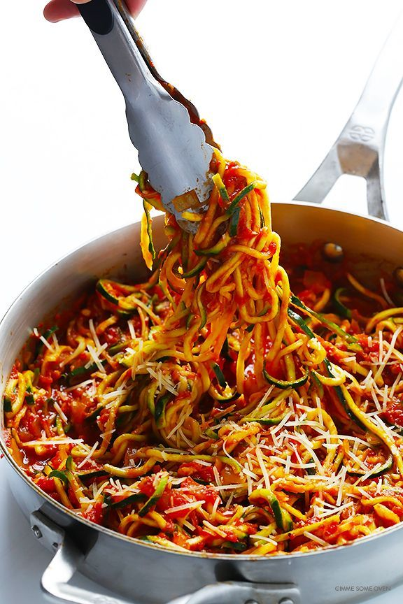 Zoodles Marinara (Zucchini Noodles with Chunky Tomato Sauce) -- easy to make, and SO delicious! | http://gimmesomeoven.com