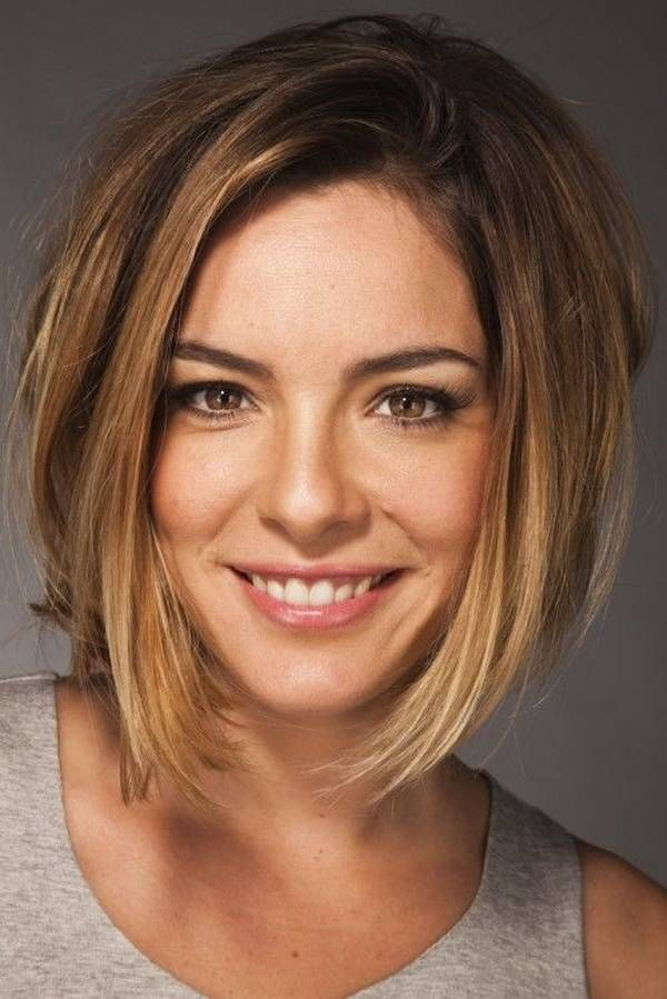 Bob hairstyles to give your hair a new look, Bob hairstyles as a shortcut, the pixie cut, choppy bob haircut, blunt bob, updo hair styles, etc. are very popular.
