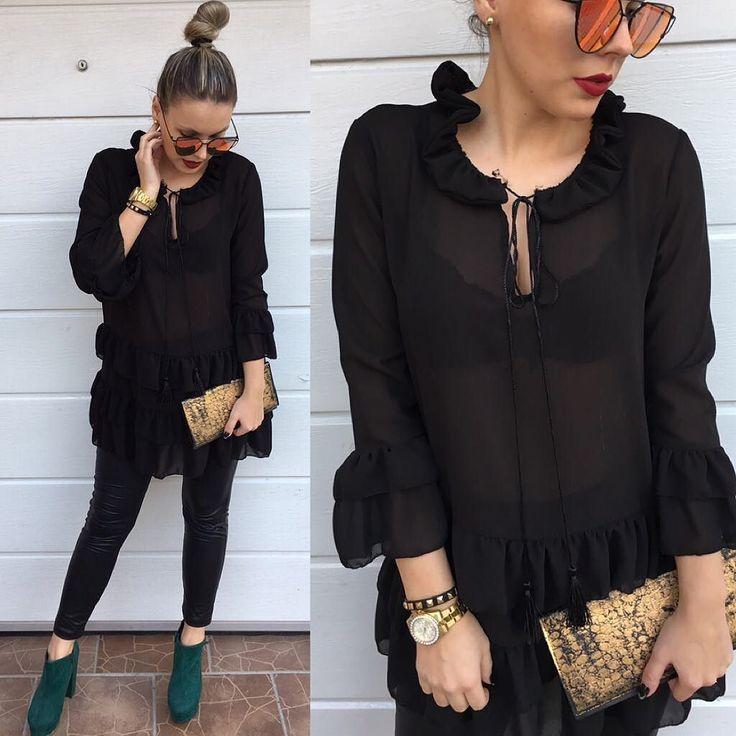 čierna predĺžená blúzka zdobia ju jemné volány blúzka je z príjemného materiálu je krásna a elegantná  / veľ.UNI/ v cene 1990 IHNEĎ K ODBERU kúpiš aj na http://www.tvojstyl.fashion #black#moda#tvojstyl#fashion