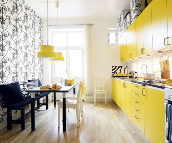 How Cool Is This Narrow Galley Kitchen Made By The Bright Yellow Cabinets,  Playing Off The Toile Covered Accent Wall? / Que Cocina Mas Guay Part 77