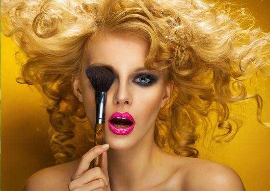 Kozmetik ürün çekimleri, güzellik sektöründe üretim yapan markaların ürünlerini tanıtmak için yapılan konsept fotoğrafçılığıdır. Özellikle kadınlara hitap eden bu ürün çekimi türü firmanın yeni ürünlerini tanıtmak, kataloglarını hazırlamak, e-ticaret siteleri için görsel elde etmek mantığı ile oluşturulur. http://www.uruncekimi.com.tr/kozmetik-urun-profesyonel-fotograf-cekimleri/ #ürünçekimi #kozmetikçekimleri #kozmetikfotoğrafçekimleri