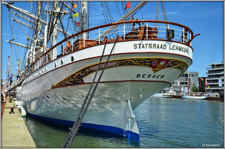 https://flic.kr/p/xfSiuW   Bremerhaven - Sail 2015 (5)