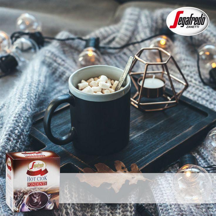 Na jesienne wieczory idealnie sprawdza się gorąca czekolada pitna Hot Ciok z piankami.#segafredo #sklepsegafredo #hotciok #fall #evening #goodmood #sweet #chocolatetime