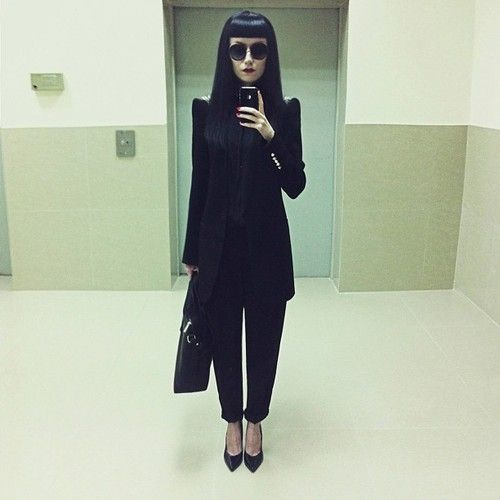phantogrampandora:  annapisar:  #lookoftheday   Anna Pisar's fashion sense rules my life