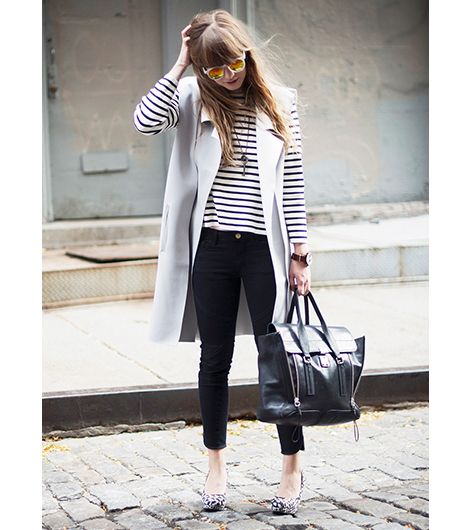 Love this: stripped top, sleeveless vest, cropped black pants and holographic sunglasses #streetstyle
