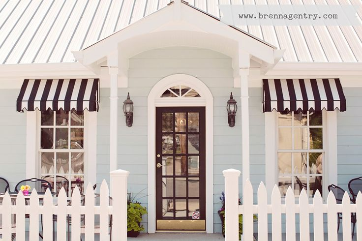 The white picket fence makes my heart melt
