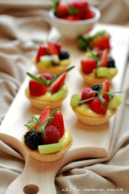 ROYAL CANAPE; Mini Tropical Queensland Fruit Tarts RECIPE found at; http://www.azlitamasammanis.com/search/label/PASTRY