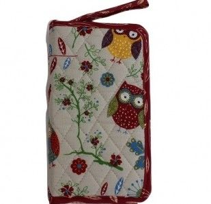 Rustic RanchQuilted Crochet Hook Case with hard inner layer Dimensions:  200mm x 110mm x 30mm Colour: Cream with Owl Pattern