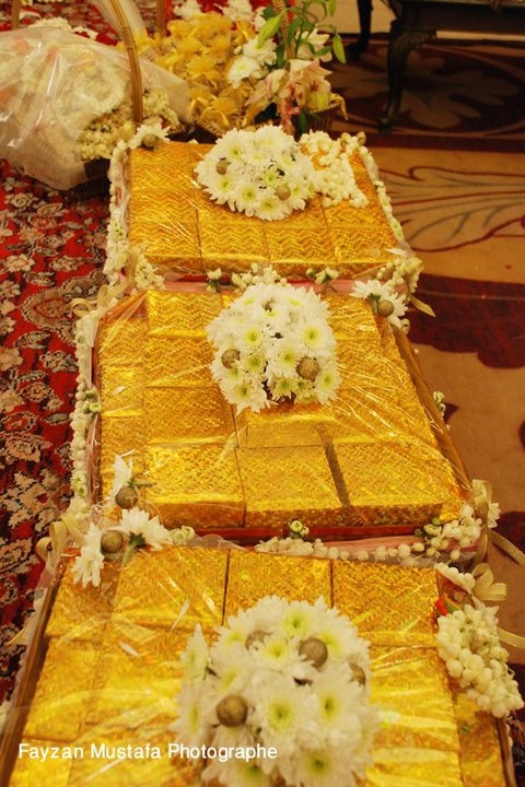Here are some beautiful South Asian Desi Pakistani/Indian Wedding gifts. fatimafloral.com