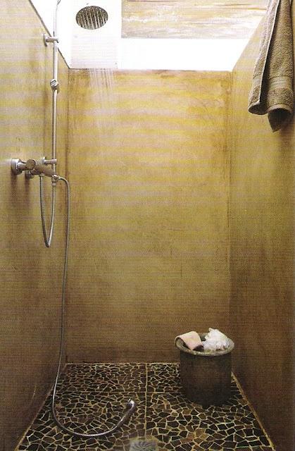 18.  stone plaster shower surround - mosaic floor - image via Côté Sud Magazine…