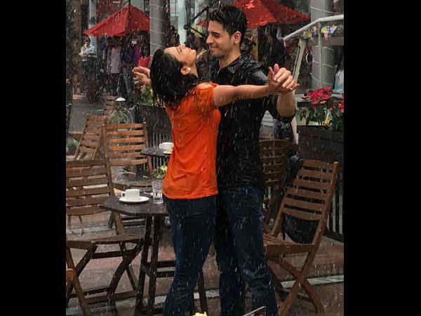 ROMANCE IS IN THE RAINS! Sidharth Malhotra & Rakul Preet Singh Get Mushy; What's Cooking?Here's a fresh pair alert! Well, hold your horses folks before you come to any conclusion after seeing this new picture featuring Sidharth Malhotra and Rakul Preet Singh. It's just a glimpse of the duo shooting for their upcoming film, Neeraj Pandey's Aiyaary. Read on to know more...           Drenched In Love  Sid and Rakul Preet were spotted shooting for a romantic song sequence in the rains outside a…