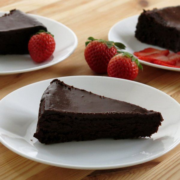 Flourless Chocolate Cake with Ganache | www.dinner-mom.com | #glutenfree #easyrecipe