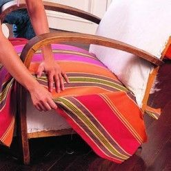 Bien centrer un tissu rayé sur un fauteuil à retapisser