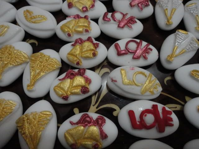 Confetti decorati matrimonio - https://www.food4geek.it/confetti-decorati-matrimonio/