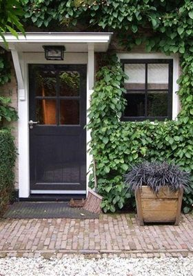 Benieuwd naar de stijl van interior designer Piet Boon? Residence selecteert vier woningen waar Piet Boon aan meewerkte. Van woonboerderij tot stadsvilla. Doe uw inspiratie op voor je eigen inrichting!
