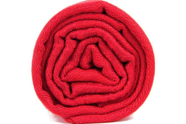 Le pashmina rouge, dynamique et chatoyante, un atout de charme. Red wool pashmina scar shawl stole.