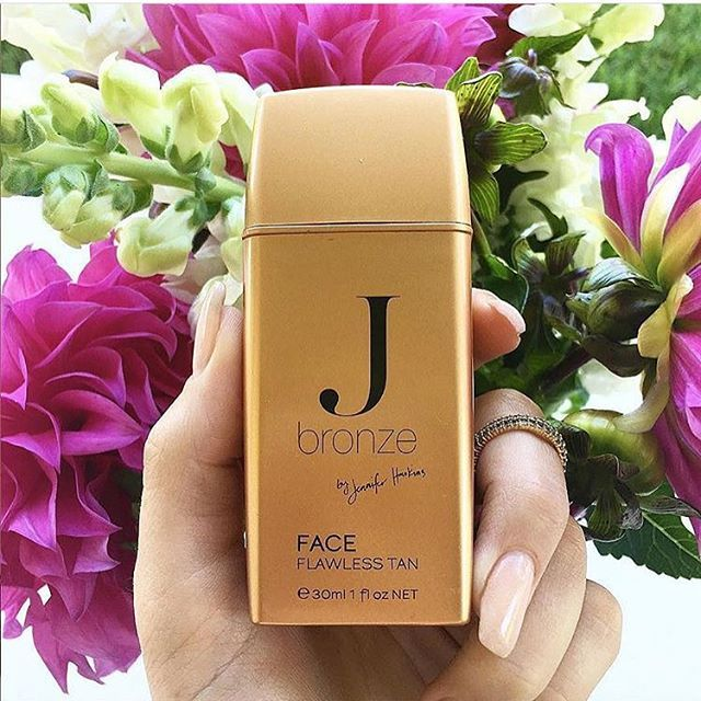 Need a bit of extra colour on your face without the UV rays? Try JBronzeby Jennifer Hawkins Flawless Face Tan . Buy now via link.  📷 pic via @jbronze__