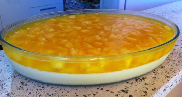 A Receita de Sobremesa de Abacaxi com Gelatina é fácil de preparar e fica uma delícia. Basta você bater a gelatina e o suco de abacaxi, o leite de condensa