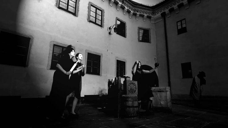 """W poniedziałek, 5 czerwca wznawiamy """"Pieśń gminną"""" w wersji podwórzowej: godz. 20:00, Muzeum Archeologiczne w Krakowie, Kraków, Senacka 3."""