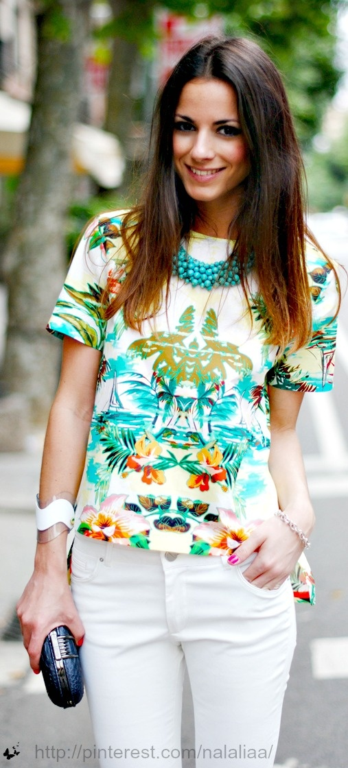 Tropical print tee w/ white pants, turquoise bead  necklace, bracelets & small clutch.
