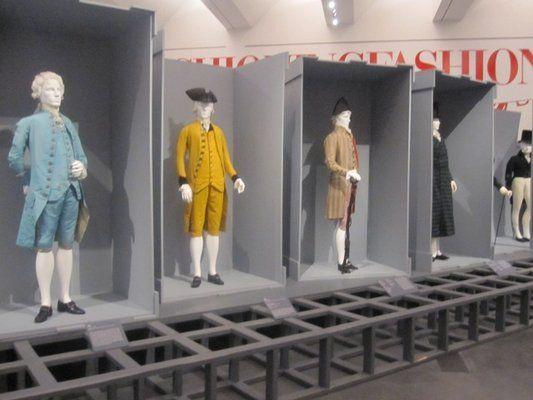 Les différents costumes masculins au XVIIIème siècle (1755, costume bleu, 1785, costume jaune, 1795, costume beige)
