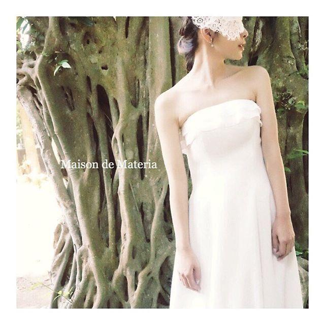 さりげなく 主張しすぎない程よい可愛いが テーマ 胸元のフリルはほんの少しのアクセント シフォンジョーゼットの#Aラインドレス #maisondemateria#wedding #weddingdress#ウェディングドレス #神戸#大阪#プレ花嫁#花嫁#ブライダル#結婚式#ドレスショップ