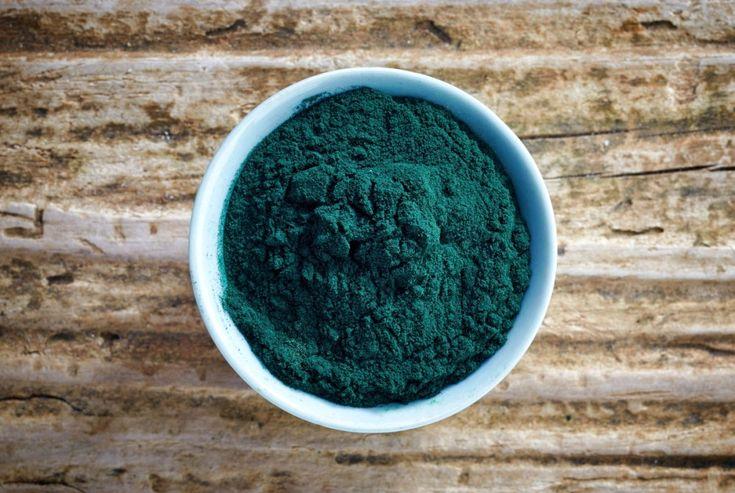 Beneficios de la espirulina, el alga azul que te promete perder peso
