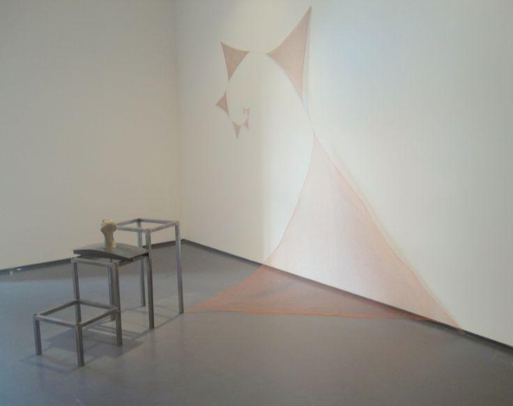 """Marisa Merz, """"Senza titolo"""" (1993). Filo di rame, struttura in ferro, argilla cruda"""