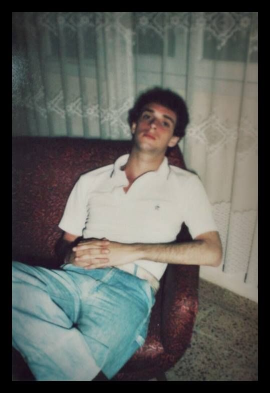 Gustavo Cerati muy jovencito en una hermosa foto familiar.