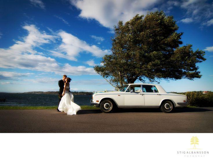 Företagsfoto - Porträttfoto - Bröllopsfotograf - Hav Vind Brudpar Rolls Royce Träd Kyss Konst Moln Blå: Hav Vind Brudpar Rolls Royce Träd Kyss Konst Moln Blå