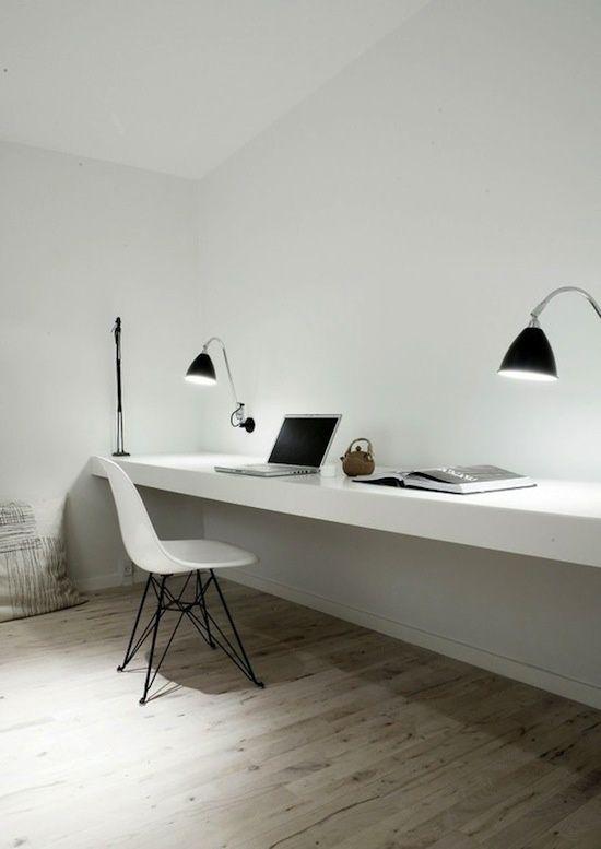 Idée déco : Un grand bureau étagère blanc minimaliste - Le blog déco
