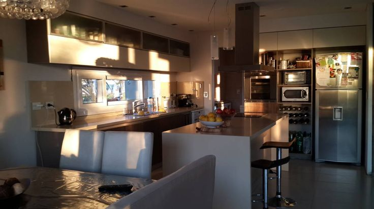 Casa en Los Lagos - Nordelta : Cocinas modernas de Arquitectos Building M&CC - (Marcelo Rueda, Claudio Castiglia y Claudia Rueda)